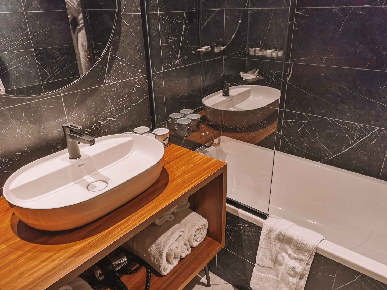 baignoire_chambre_hotel_seven_fahrenheit