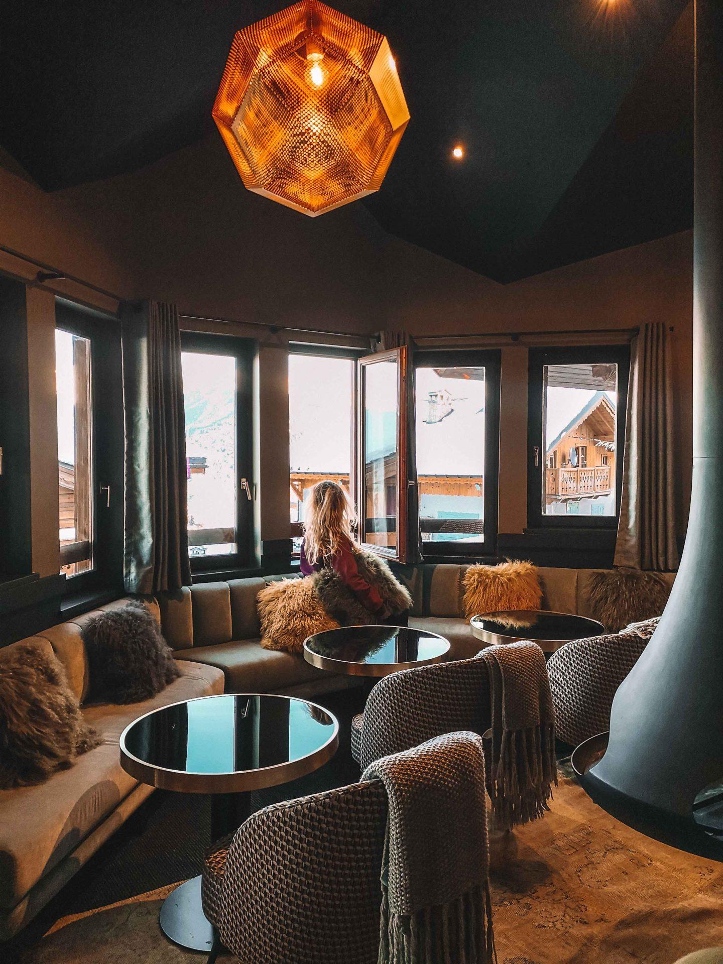 canape_cheminee_salle_hotel_fahrenheit_seven_courchevel